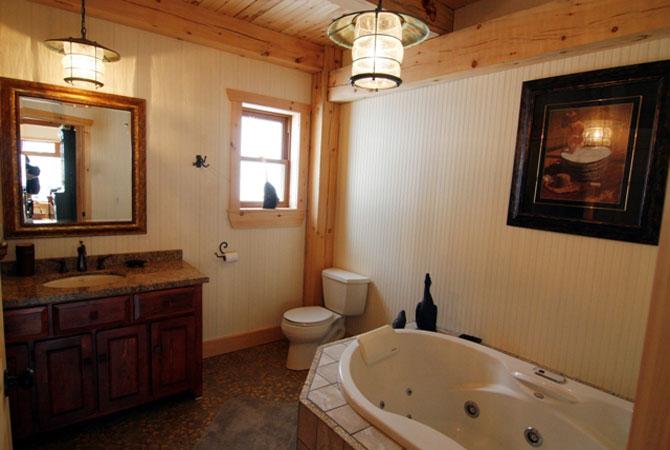 интерьер загородного деревянного дома в деревенском стиле